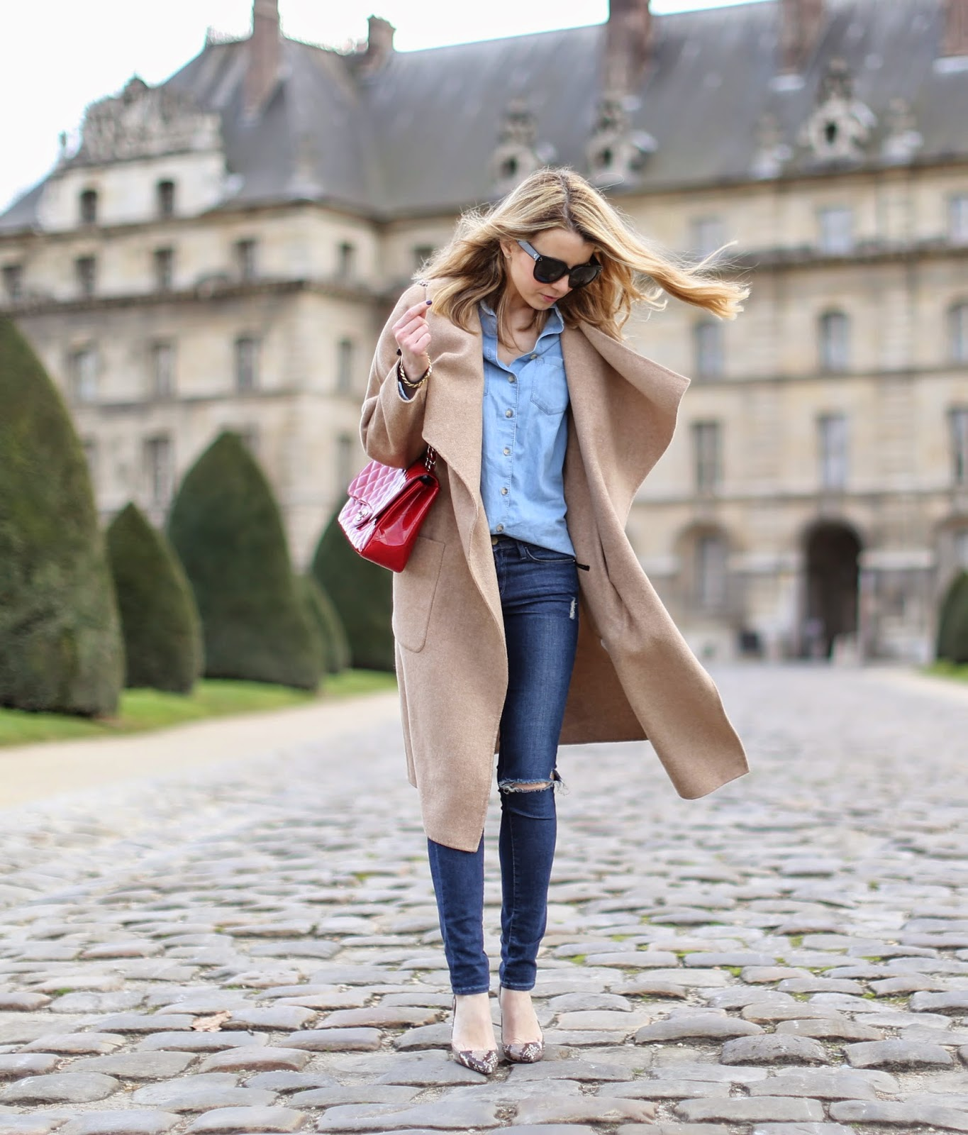 4aab68b9a9eb Caroline Louis is wearing a camel coat and shoes from Zara