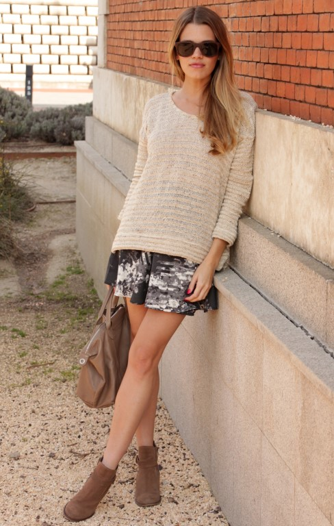 Mirian Perez Wearing Skirt From Vila, Zara Top, Boots From Merkal, Bag From Longchamp and Sunglasses From Sunnywood