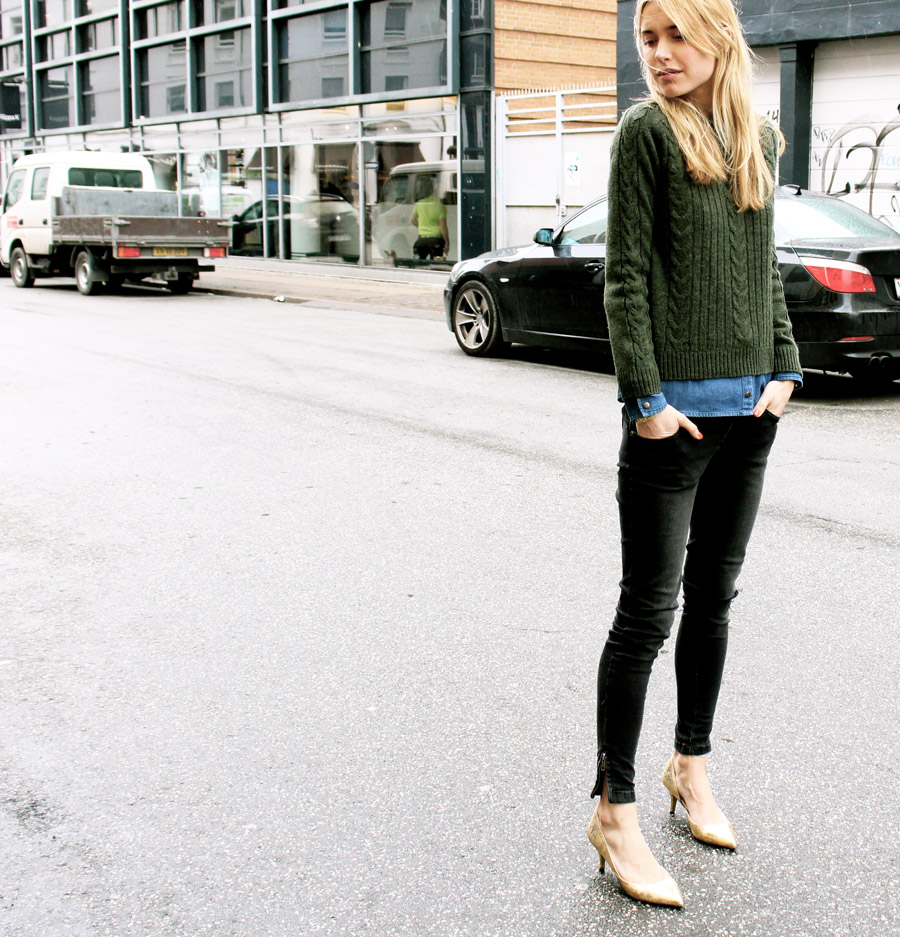 Look De Pernille In Knit Top And Denim Shirt By Nué Notes, Jeans From Anine Bing And Ganni Shoes
