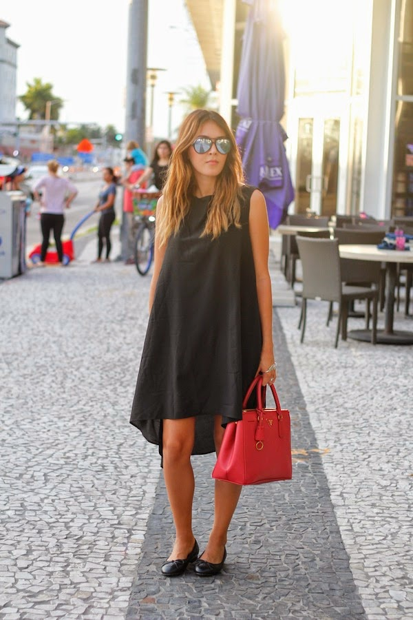 8eb8bfb1ac ... mirrored aviator sunglasses from Rayban. Nicholl Vincent is wearing an  oversized black dress