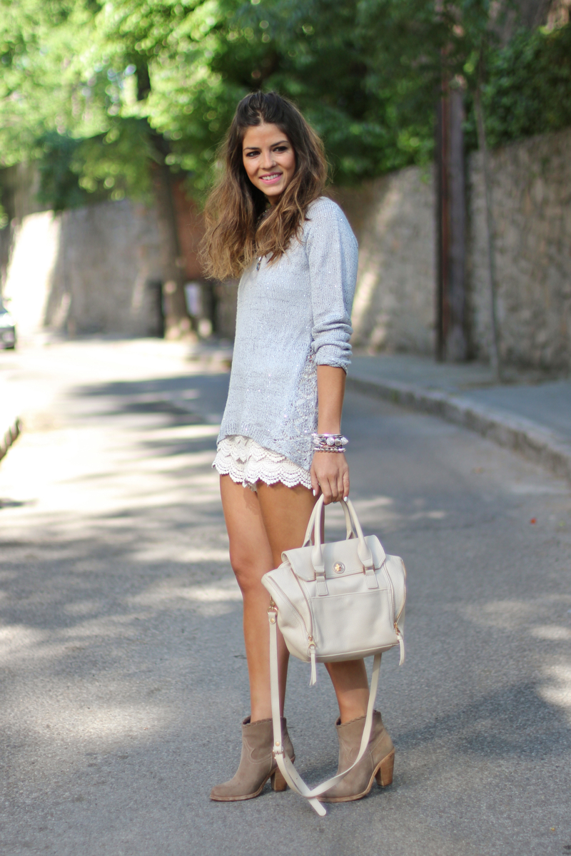 Trendy Taste Is Wearing Crotchet Shorts From Fashion-Buylevard, Top From SuiteBlanco, Boots From Shoes It And Bag From Sabrina