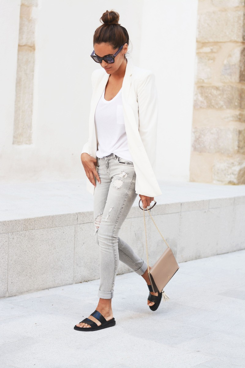 Business Outfit Frau blazer weiß Diller-yourself Stil- und Imageberatung Find this Pin and more on White Blazer by Evelyn Jauridez. cute work outfit 10 Must-Have (Budget-Friendly) Fall Booties office attire Adorable work outfit fashion, polka dot t-shirt and dress pant fo.