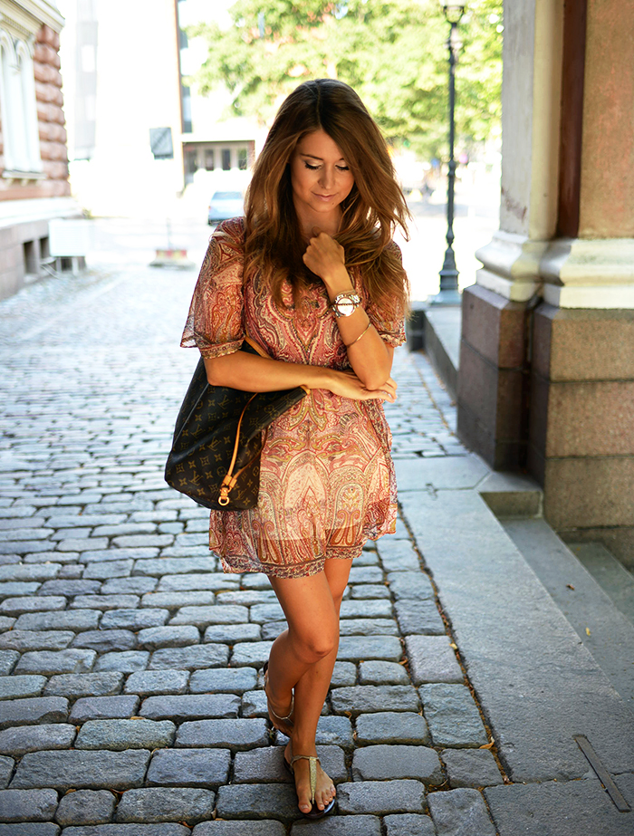 Marianna N. is wearing a paisley tunic dress