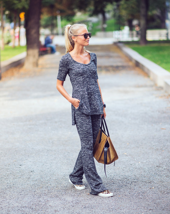 Janni Deler is wearing a grey Zara outfit, shoes from Daniel and a bag from Céline
