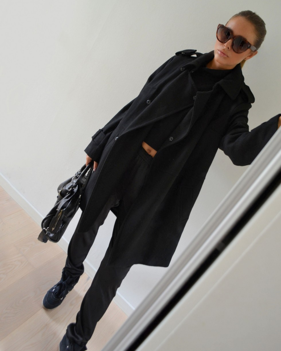 Maria Kragmann is wearing all black, coat and trousers both from ASOS, sneakers from Isabel Marant, bag from Balenciaga and the sunglasses are from Céline