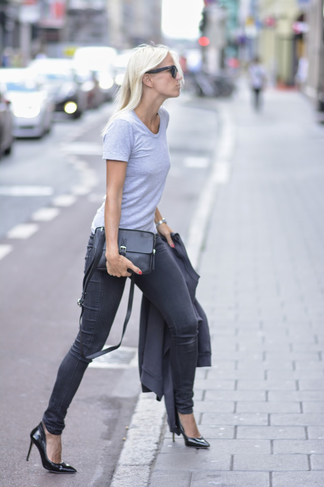Celine Aagaard is wearing sunglasses from RayBan, tee from American Apparel, jeans from Genetic Denim and shoes form Aldo