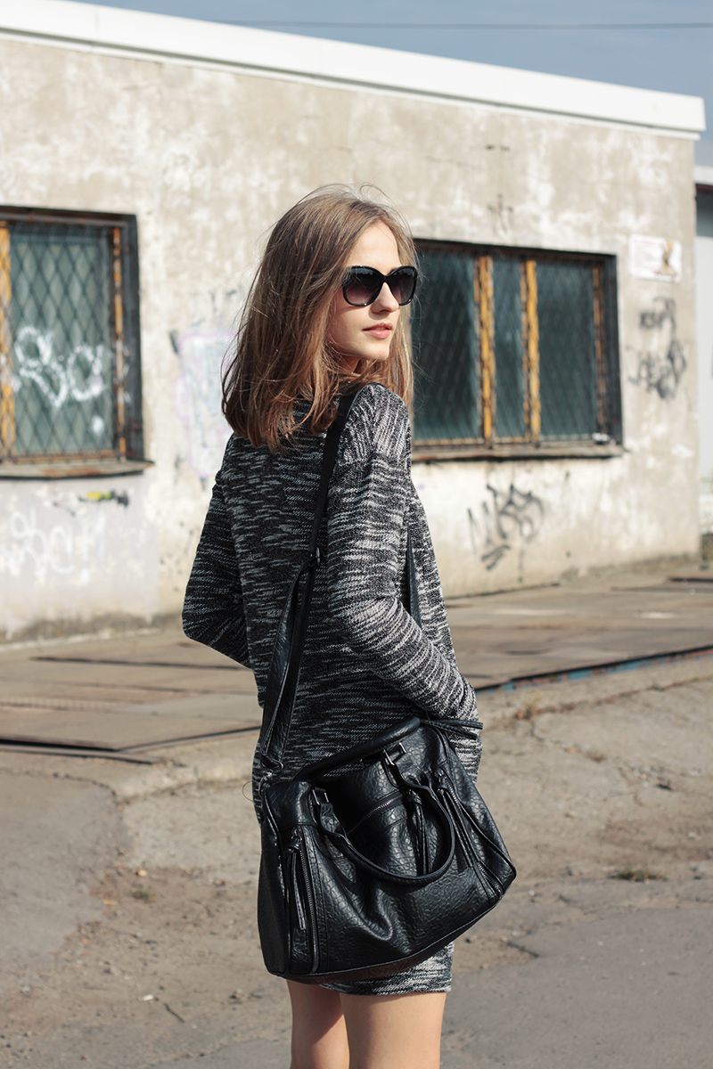 67619809921 Karolina Sabala is wearing a grey and white patterned dress from New Yorker