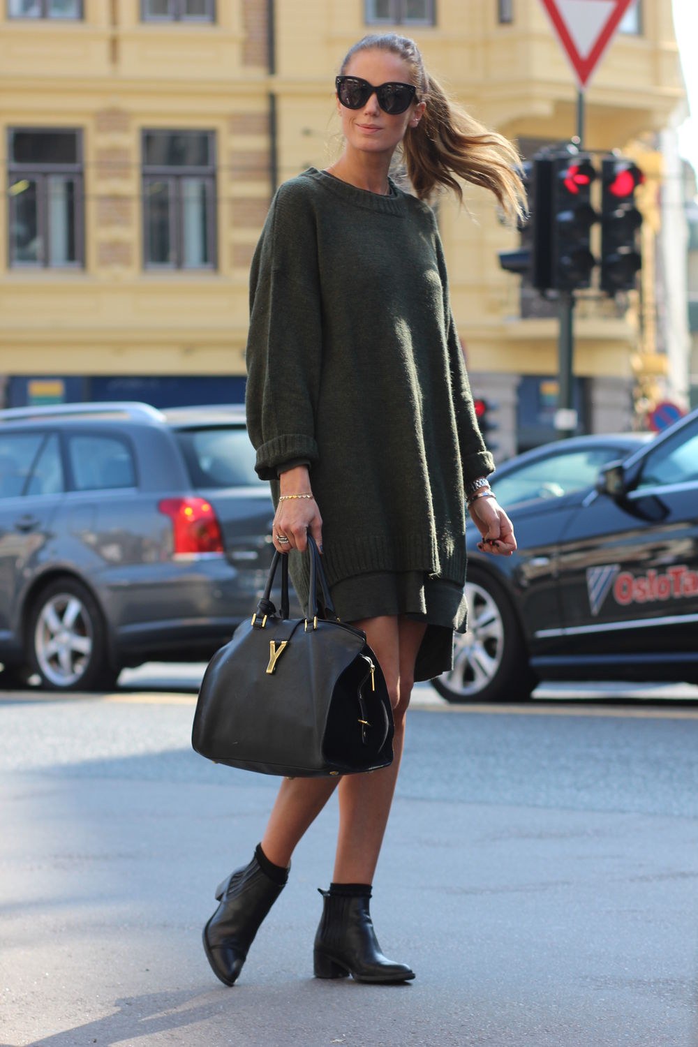 Benedichte is wearing an oversized knit military green sweater from H M 0918890e4