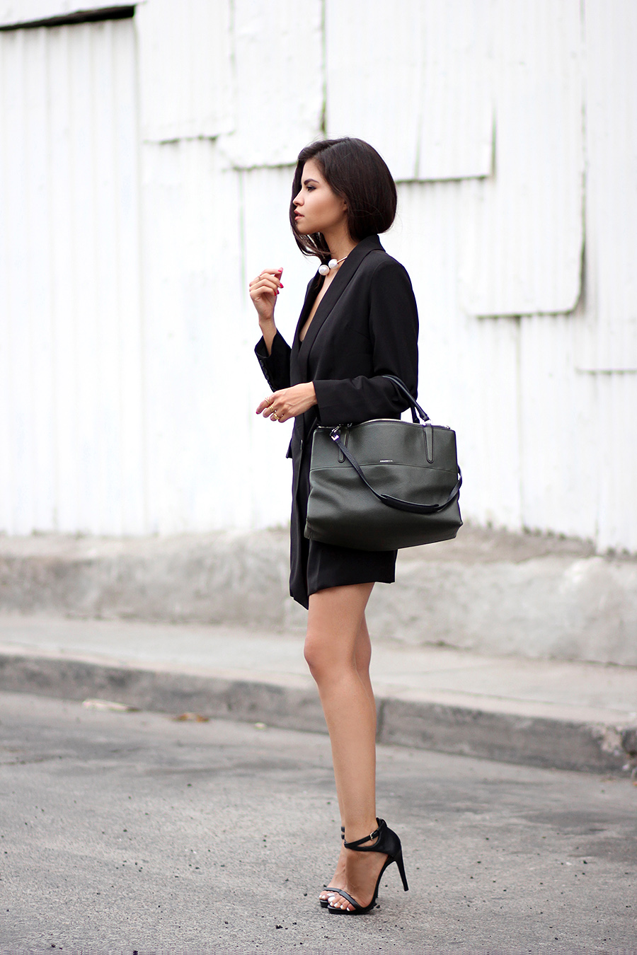 Adriana Gastélum is wearing a black blazer dress from Sheinside, bag from Coach and ankle strap sandals from Zara