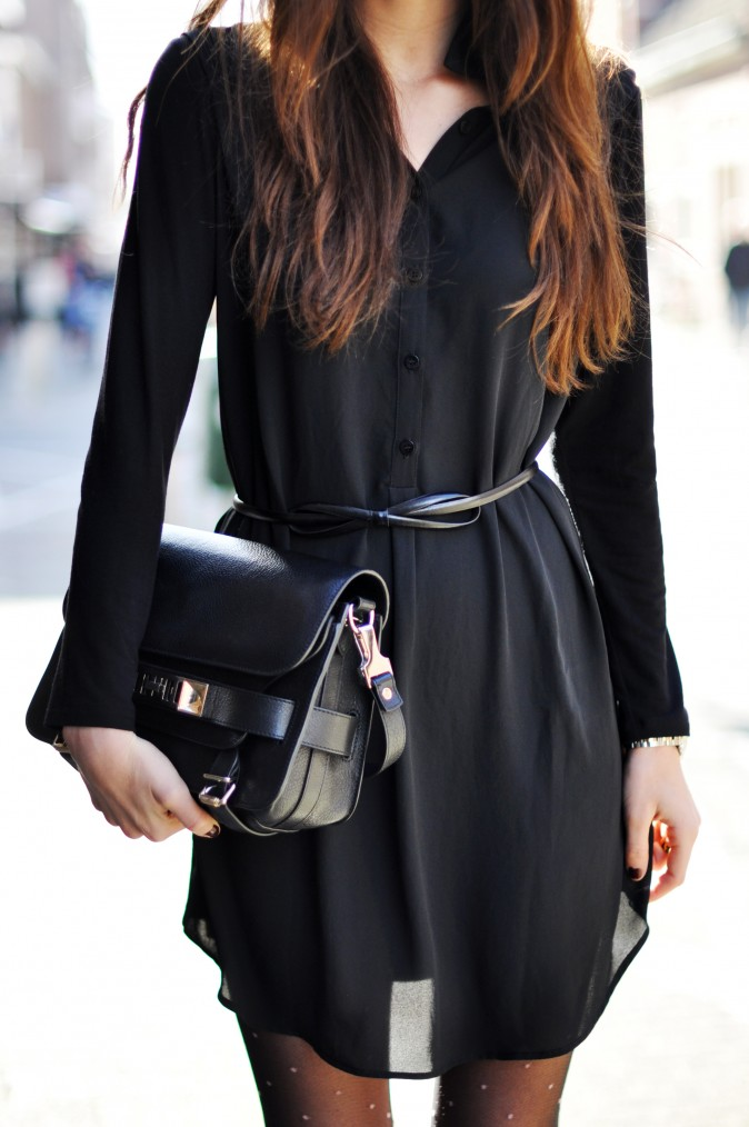 Kelly Elise is wearing a a dress from Percée, and a bag from Proenza Schouler