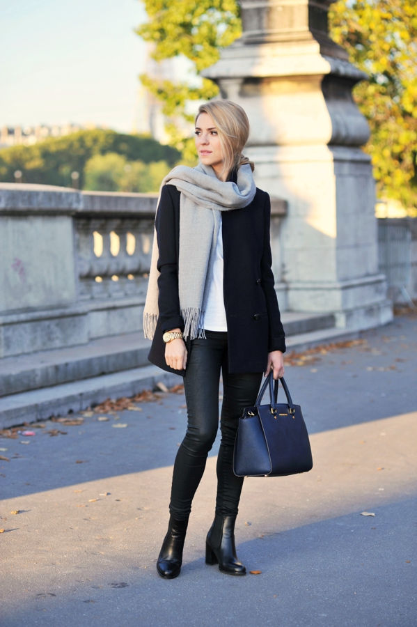 Katarzyna Tusk is wearing a grey scarf from Cubus, black coat from Massimo Dutti, black trousers from Topshop, bag from Michael Kors and boots from Kazar