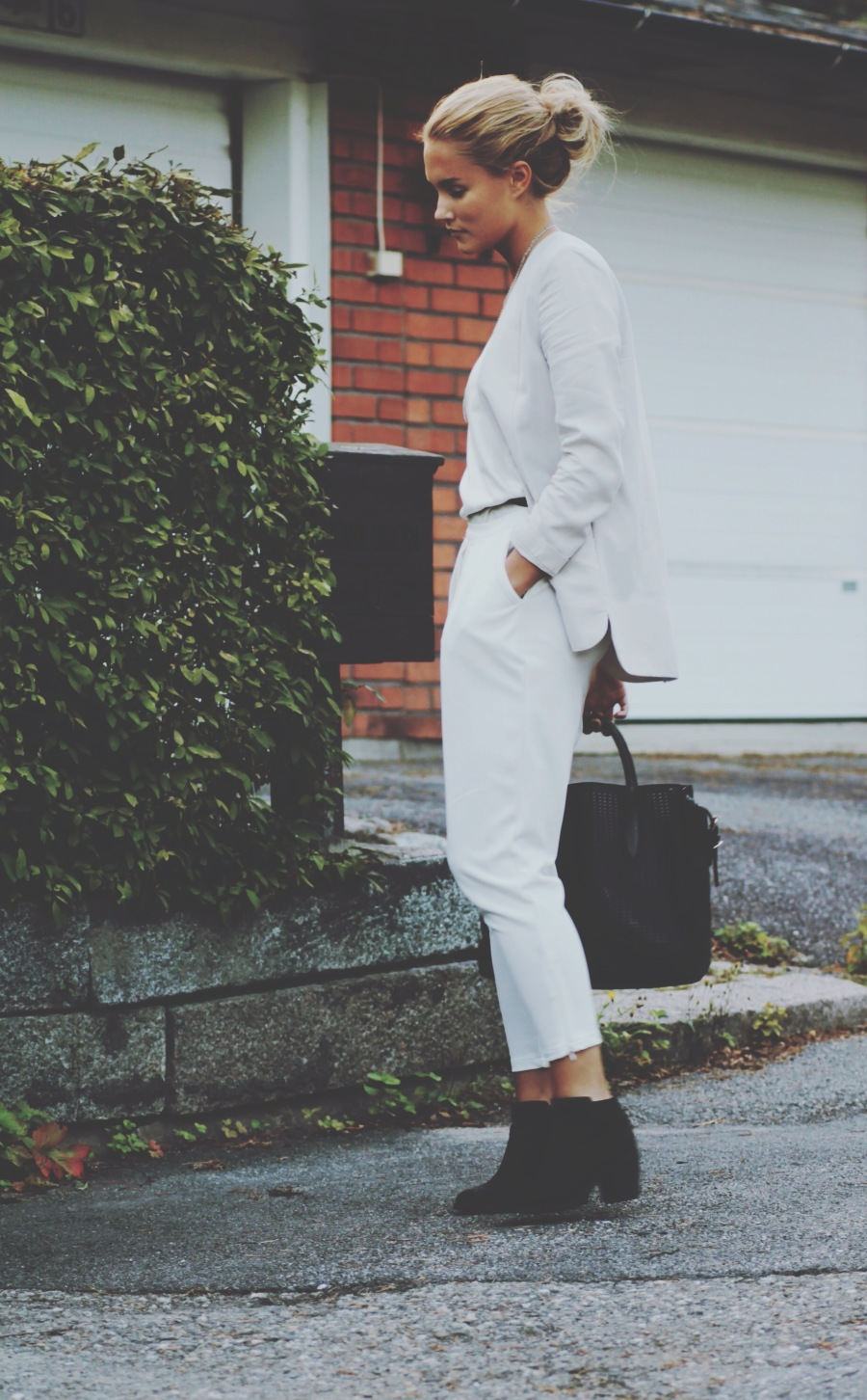 Petra Karlsson is wearing a top, trousers and shoes from H&M and the bag is from Zara