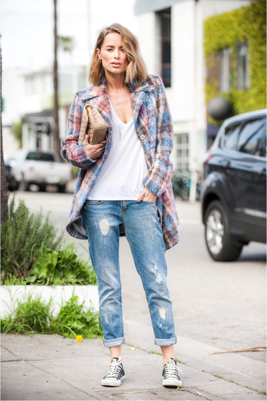 Anine Bing is wearing a Sachin + Babi plaid coat with black Converse sneakers and Anine Bing boyfriend jeans.