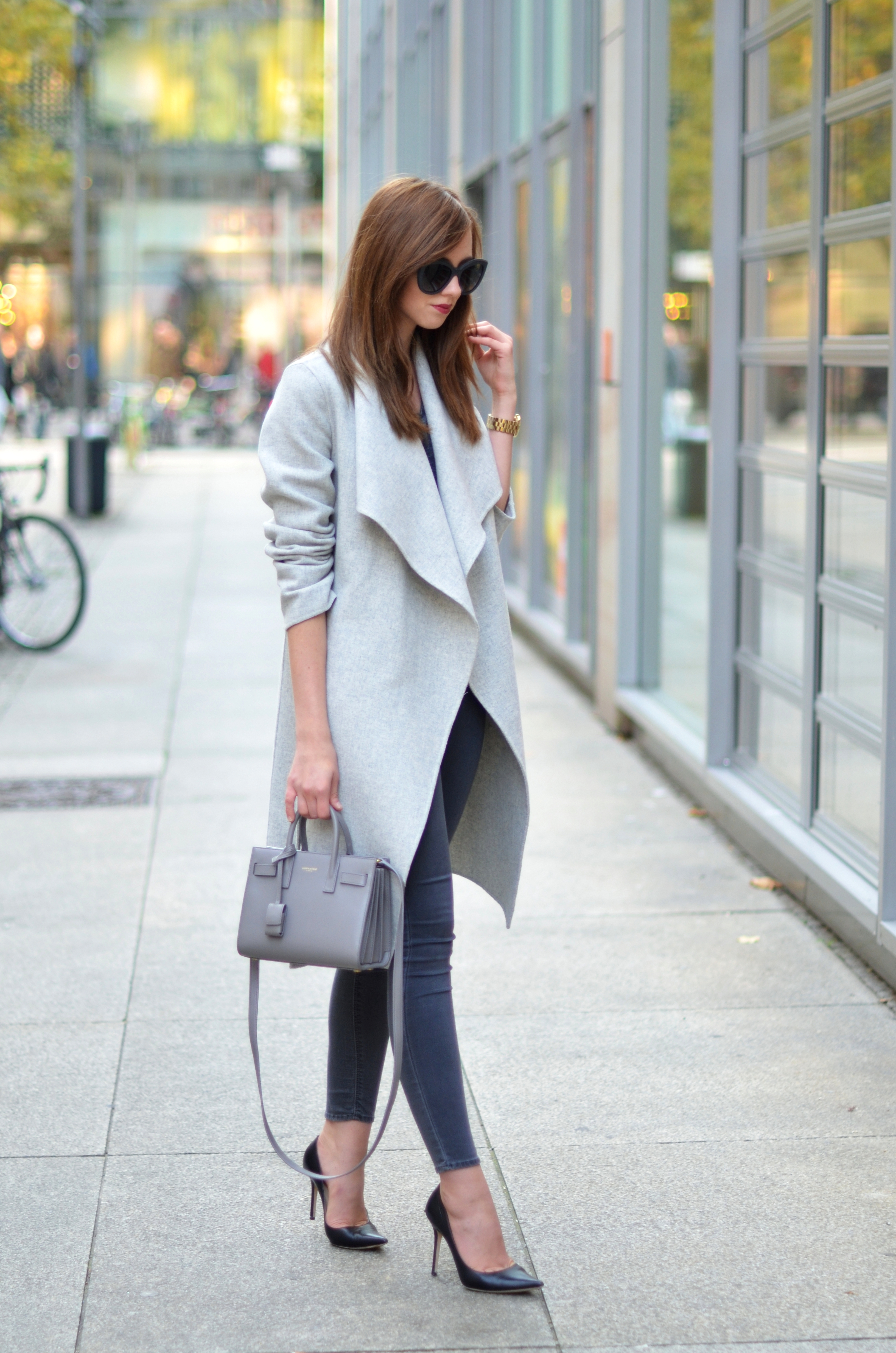 promo code e57b9 cb485 Grey skinny jeans will look great worn with a pale grey wrap coat and black  heels