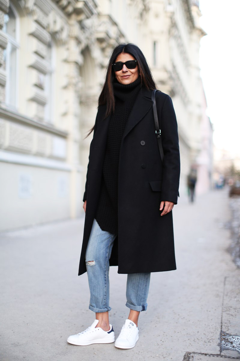 Black Turtleneck Fashion Blogger