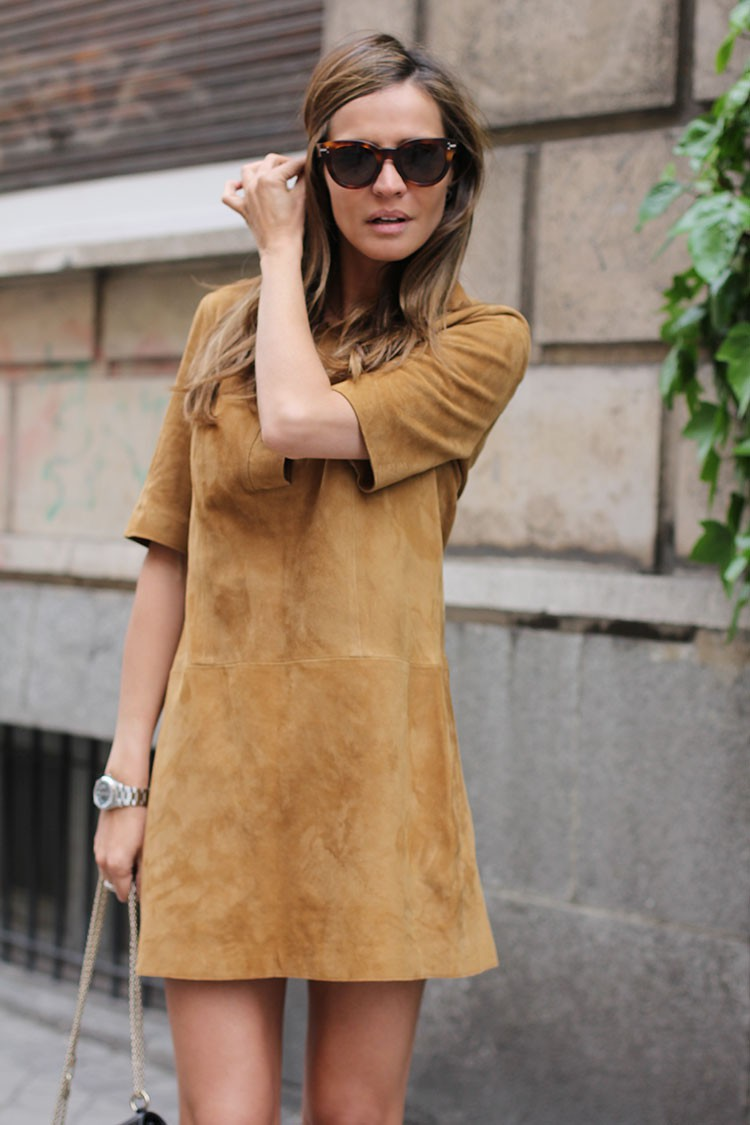 Suede Dress Outfit: Silvia Zamora is wearing a camel suede mini dress from Zara