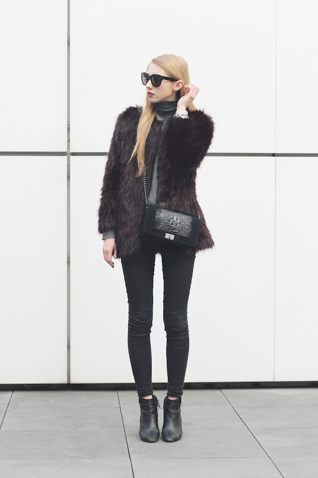 Pavlina Jagrova is wearing a burgundy fluffy coat from H&M, Topshop skinny jeans and black Zara boots