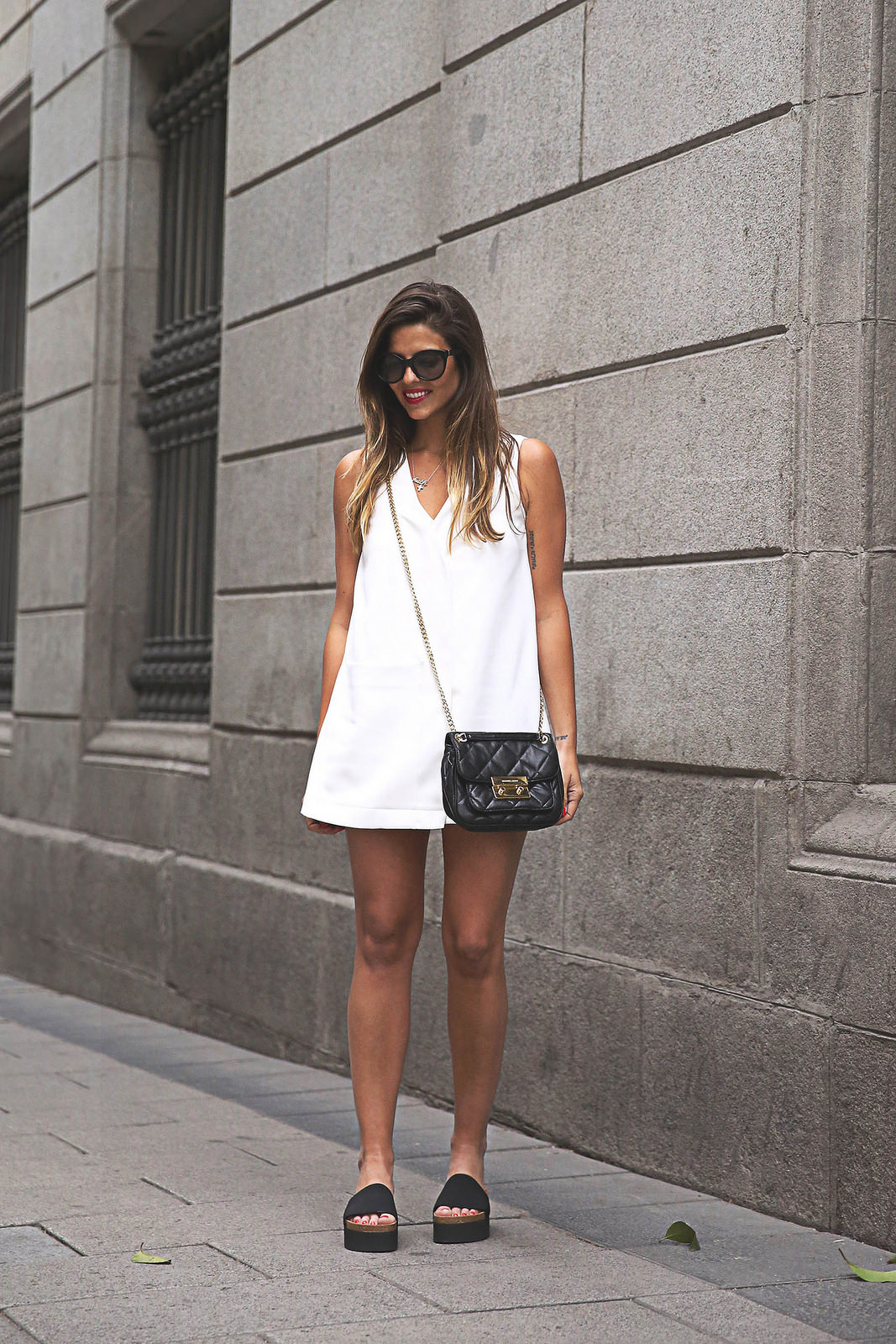 As simple as it gets. A white dress paired up with a black bag and black shoes Via Natalia Cabezas Dress: Zara, Shoes: Steve Madden, Bag: Michael Kors, Sunglasses: Prada