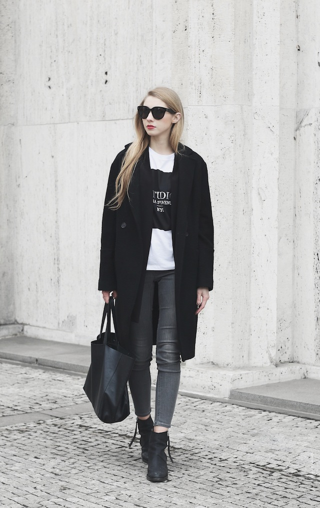 Pavlína Jágrová is wearing a black coat and blazer from H&M Trend, T-Shirt from Zara, grey jeans from All Saints and the boots are from Acne Studios