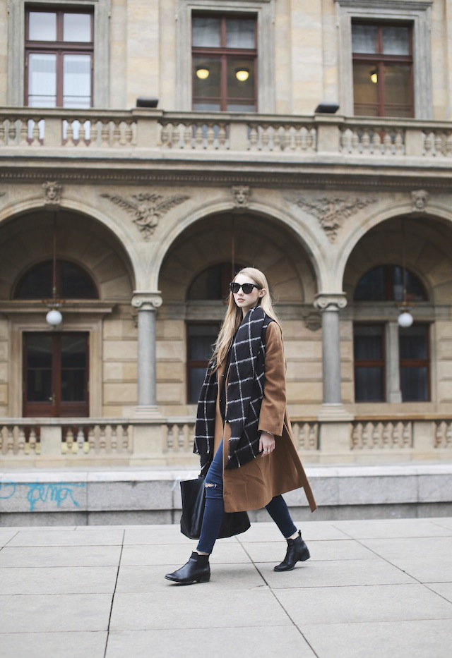 Pavlína Jágrová is wearing a brown coat from Inavati, window pane scarf from Zara and the boots are from Eye