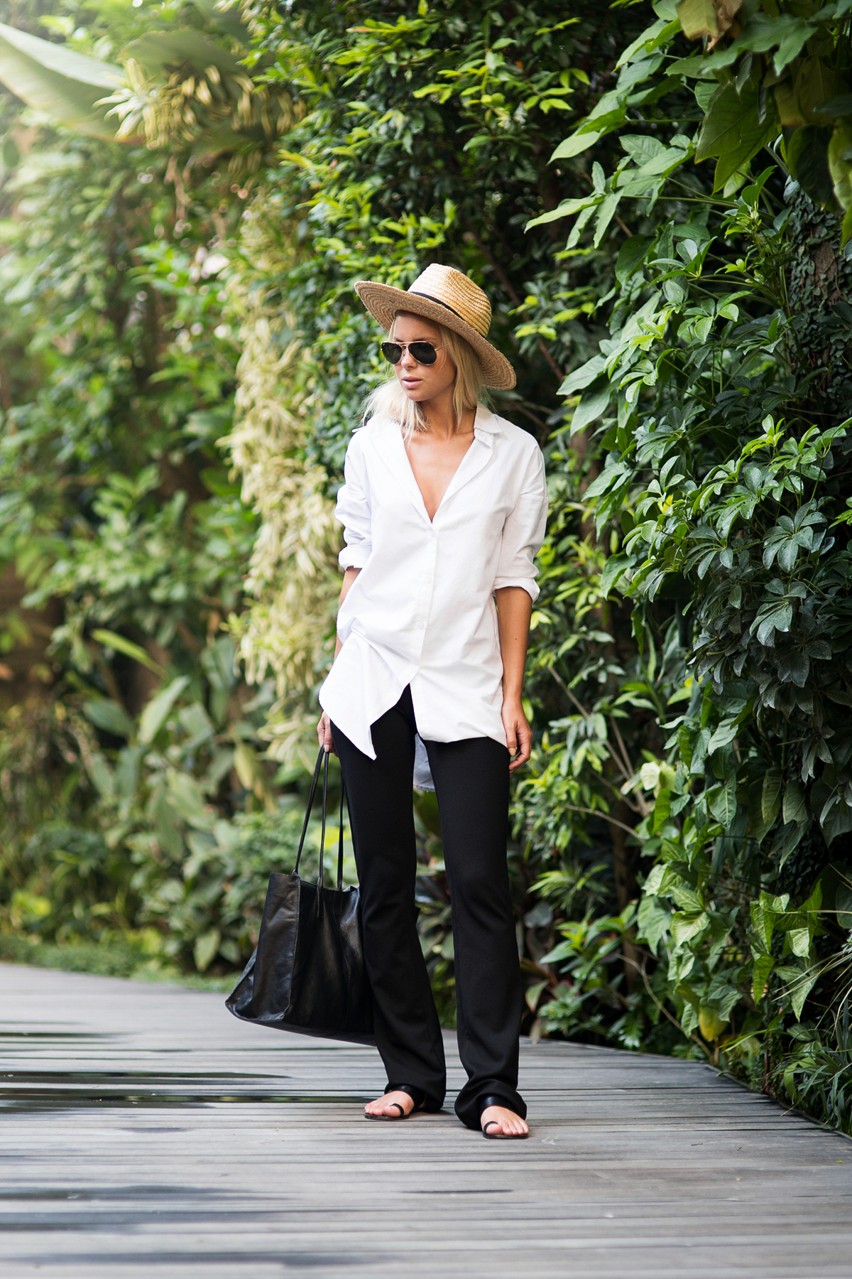 Victoria Tornegren in a black and white outfit, white shirt, black pants and a leather handbag Shirt: Rut&Circle, Pants: Gina Tricot, Bag: Asos