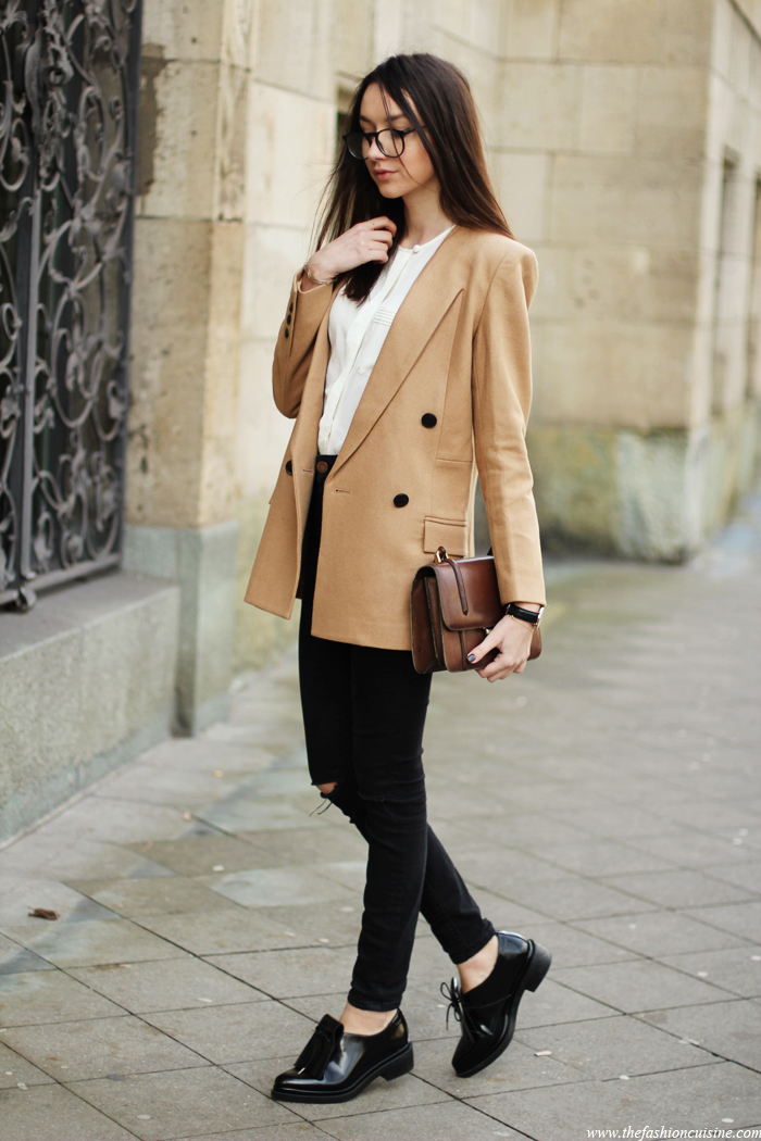 fb10f652b5 Beatrice Gutu is wearing a beige FrontRowShop blazer with a pair of Asos  skinny jeans and