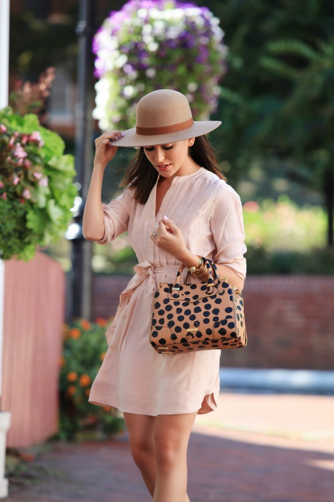 24e1aead72 68. blush pink. Mix up the blush pink trend with a spotted bag and a cute  hat. Via Sazan Hendrix. Dress  Ro De ...