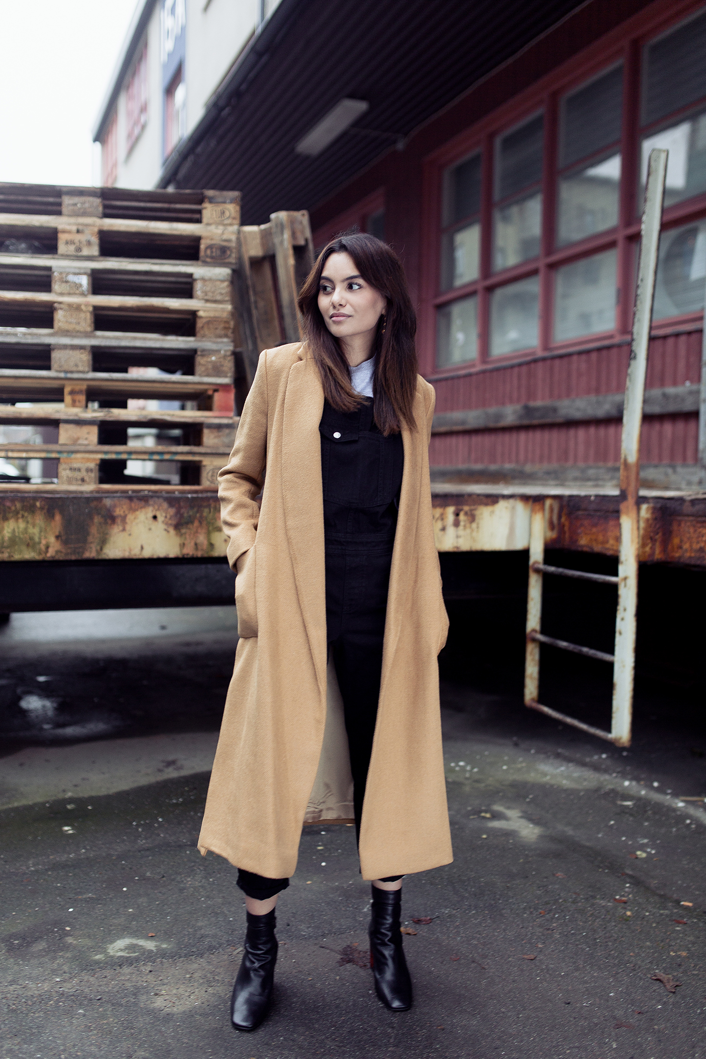 97a358409b72 Funda Christophersen demonstrates exactly how a maxi camel coat should be  worn in this super cute