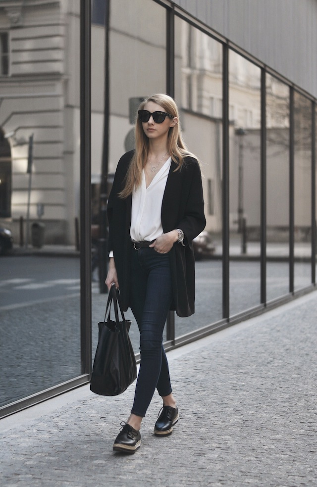 Pavlína Jágrová is wearing a black blazer and belt from H&M, white shirt from Lindex, jeans from Levi's, platform shoes from Aldo, and the bag and sunglasses are from Celine
