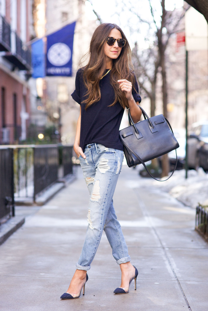 Arielle Nachami is wearing skinny boyfriend jeans from Black Orchid, blue T-shirt from Iris & Ink, shoes from Gianvito Rossi, bag from Saint Laurent and the sunglasses are from Illesteva