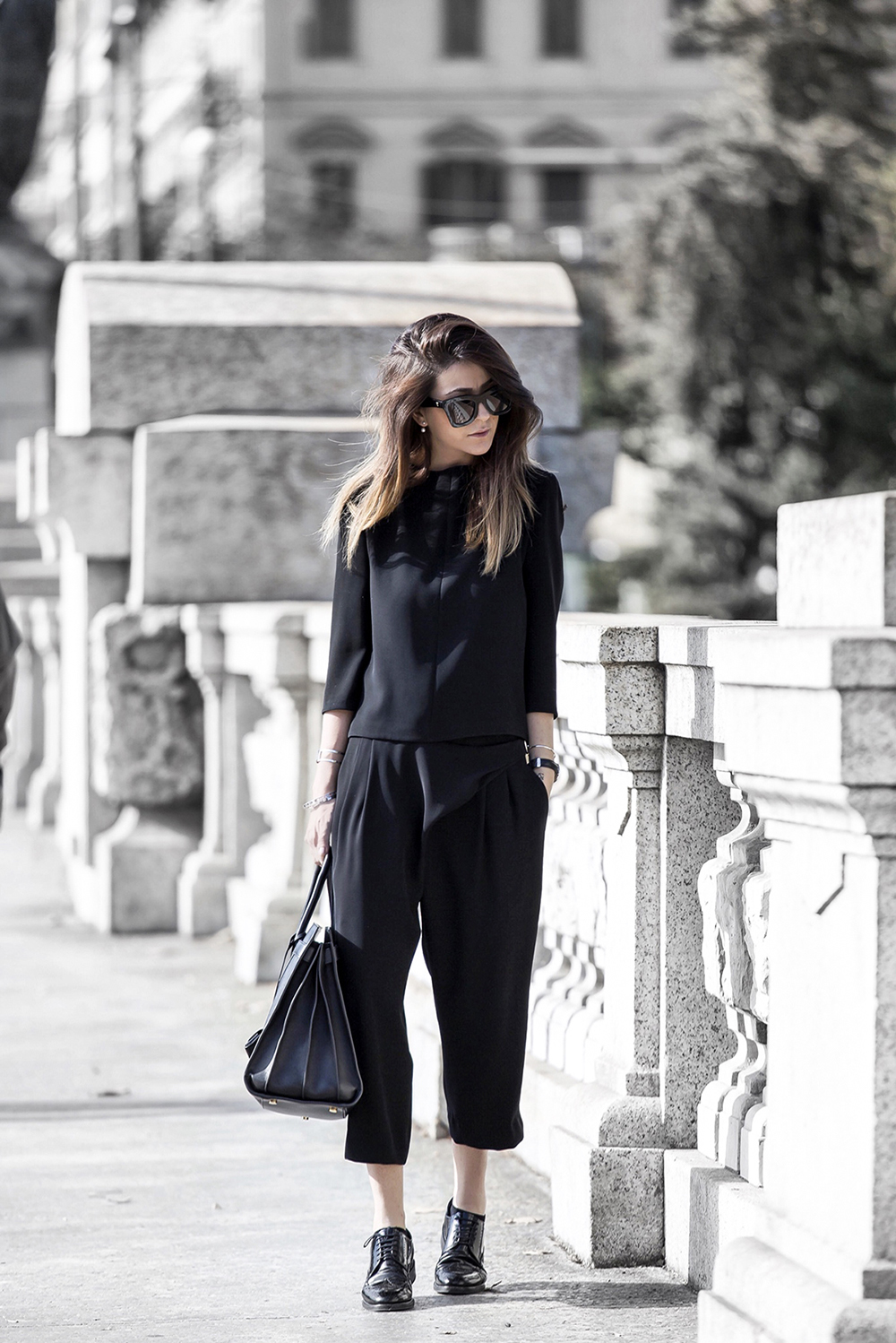 Nicoletta Reggio rocks the all black trend in cropped trousers and a pair of black brogues. Shirt/Trousers: Balenciaga, Shoes: Sarenza.it.
