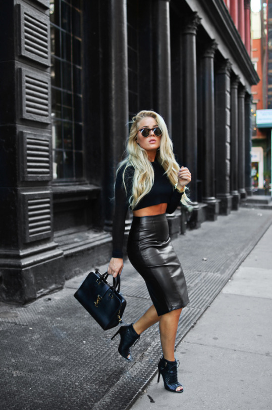 A leather midi skirt will go a treat with a matching black crop top and heels. Via Angelica Blick. Heels: Daisy Street, Top: Zara, Skirt: Asos.