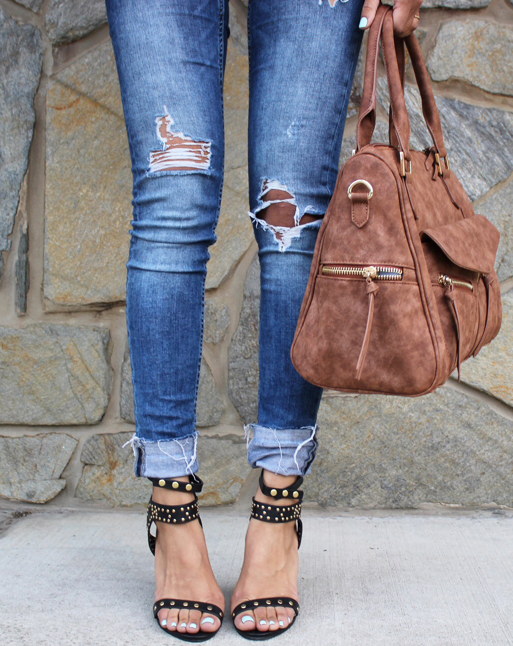 1ef7b643b2c1 11. skinny jeans. Skinny jeans look great with a suede handbag and black  studded sandals!