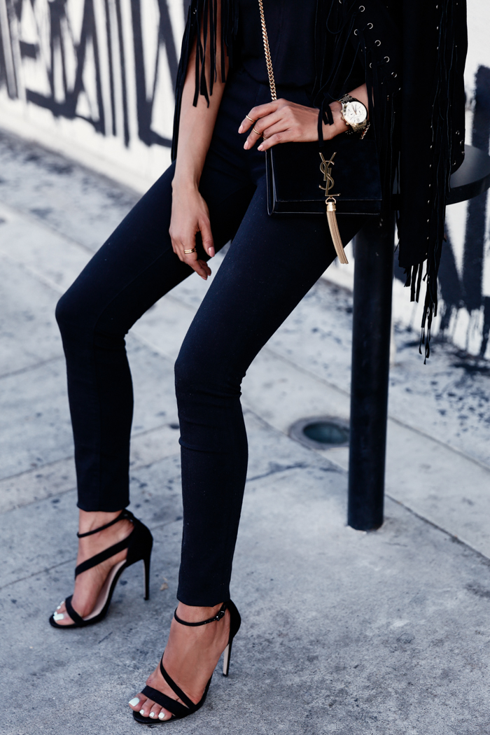 41665859c5b Black skinnies and black heels are our favourite combo! Via Annabelle  Fleur. Jeans  Express