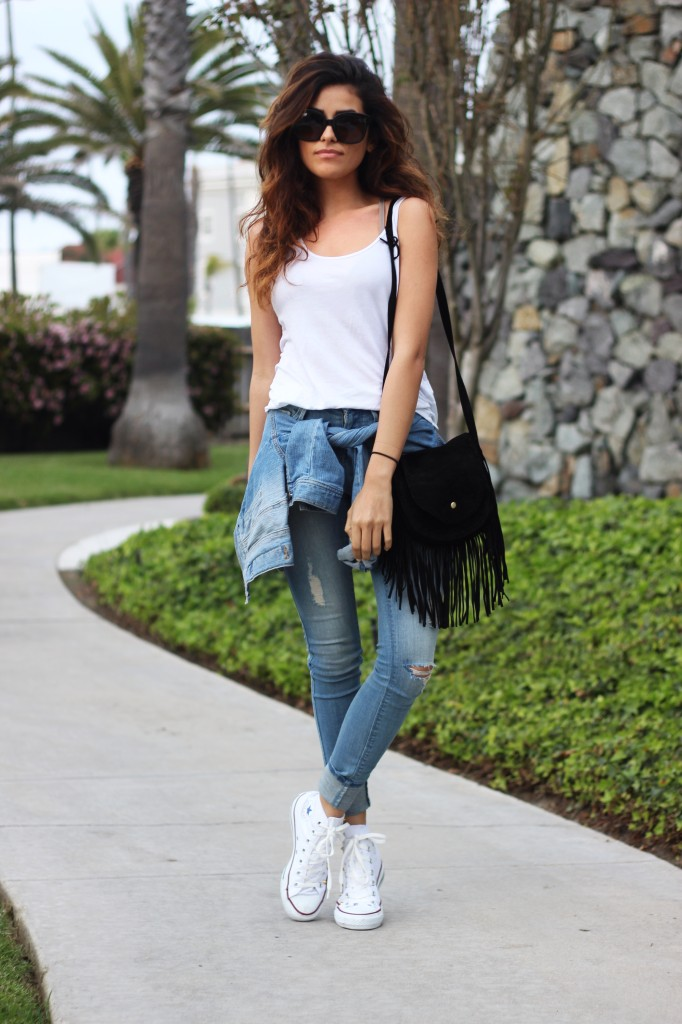 f16ab321315 It is the season for skinny jeans and white Converse. Via Sazan Barzani  Jeans
