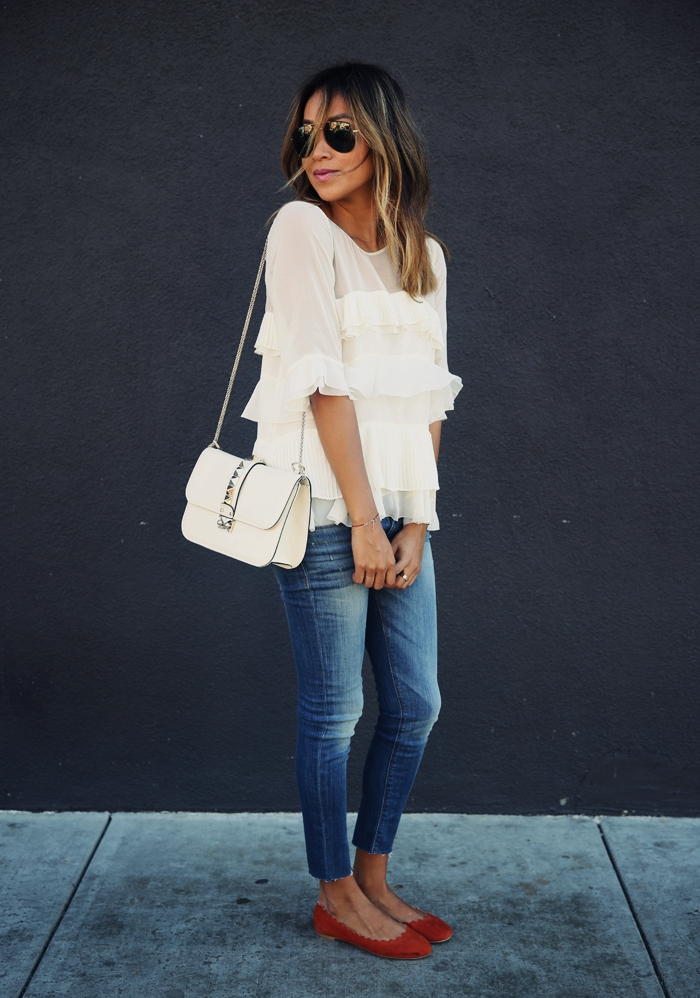 White ruffle top and cropped jeans. A great outfit. Via Julie Sarinana Top: Rebecca Taylor, Jeans: Hudson, Shoes: Chloe, Bag: Valentino