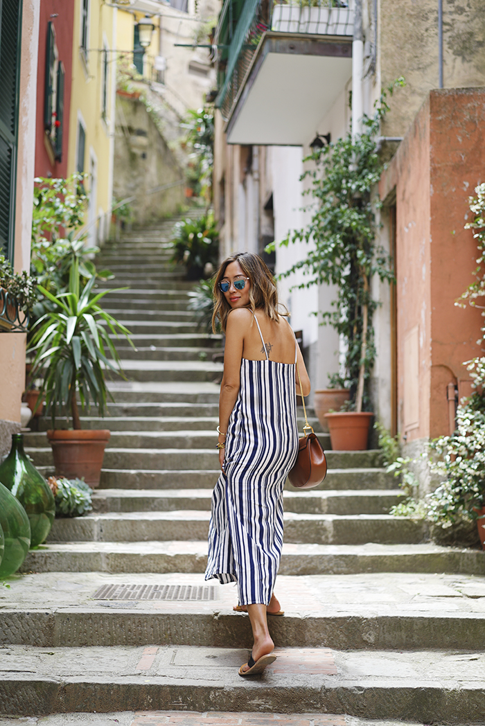 The Outfits That Will Show You How To Wear The Vertical Stripes