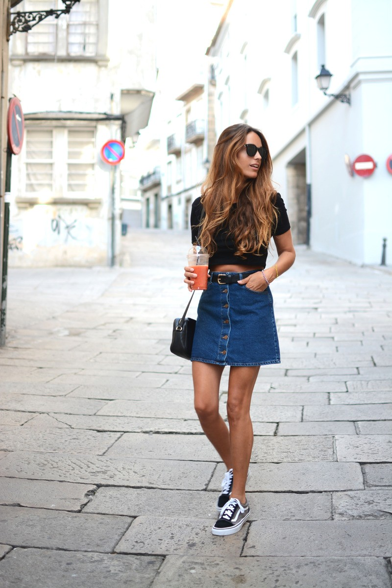 The button front denim skirt is so versatile. Add a black crop top and  practically - These Denim Skirt Outfits Will Make You Become A Headturner - Just