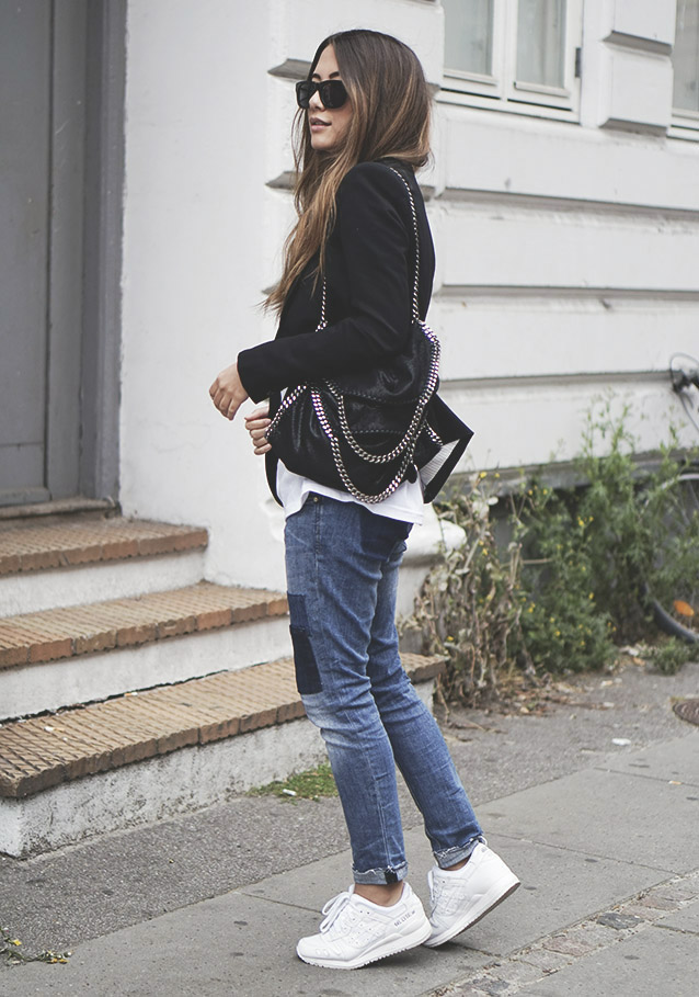 Wear patchwork jeans, an oversized tee, white sneakers and accessorise the outfit with a chain bag. Via Michelle Nielsen T-shirt: Puma, Jeans: H&M, Sunglasses: Triwa, Bag: Stella Mccartney, Sneakers: Asics. Fall Outfits