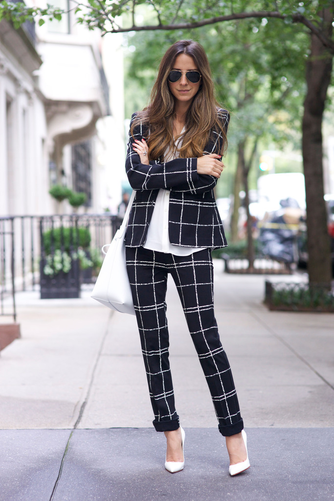 Suit it up with a statement blazer and trouser combination like Arielle Nachami! Top: Express / Suit: Express / Shoes: Christian Louboutin / Bag: Mansur Gavriel.