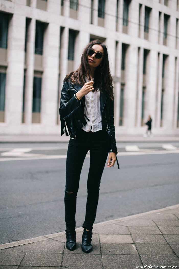 All black, fringe leather jacket, black jeans and pointy ankle boots. It doesn't become more rocker style than that. Via Beatrice Gutu Jacket: Missguided, Blouse: Vila, Jeans: Asos, Shoes: Mango shoes. Rocker Outfits
