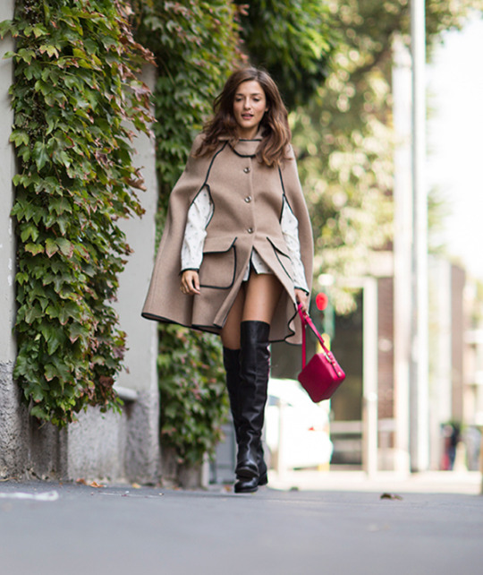 Over the knee boots will look great with a camel woolen cape similar to the one, worn by Eleonora Carisi. Coat: Liujo.