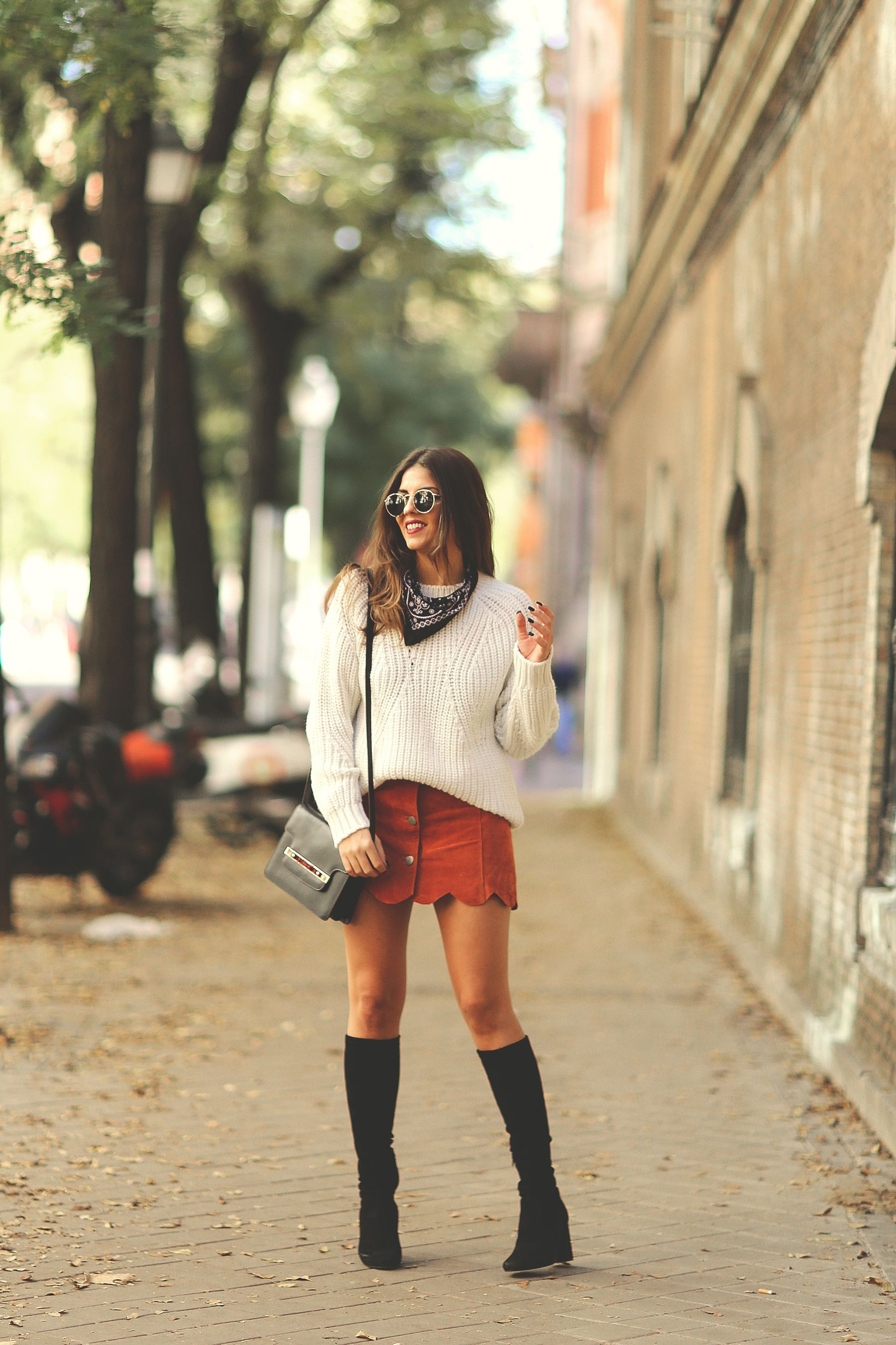 Natalia Cabezas shows us how the button front skirt should be worn; pairing this cute red skirt with a cream knit sweater and black boots. Sweater: Anine Bing, Skirt: Asos, Boots: Uterqüe, Bandana: Levi.