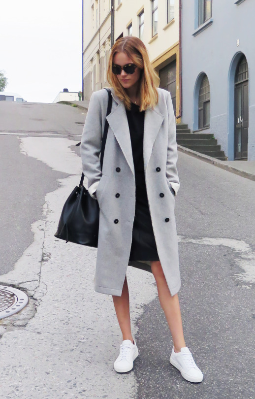 Sara Strand keeps it simple and stylish with this little black dress and pale grey coat combination. Coat: Vila, Bag: Don Donna, Sneakers: Stockholm Design Group.