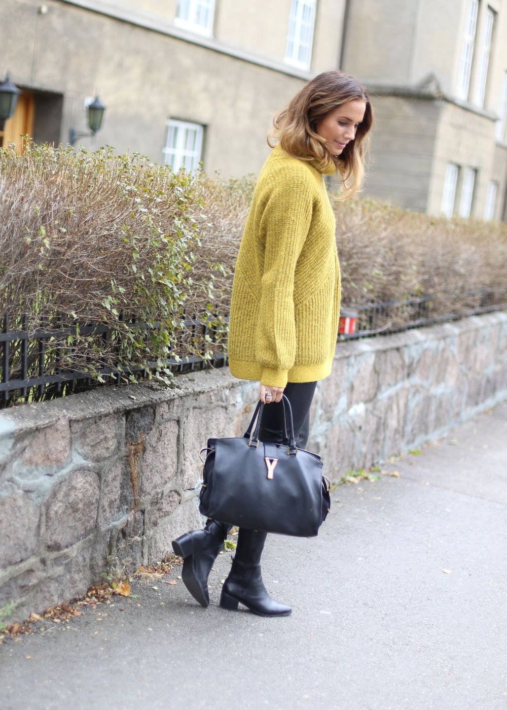 Benedichte wears cute mustard sweater with skinny black jeans and ankle boots; the perfect fall look! Jumper: Genser, Bag: Saint Laurent, Boots: Model's Own.