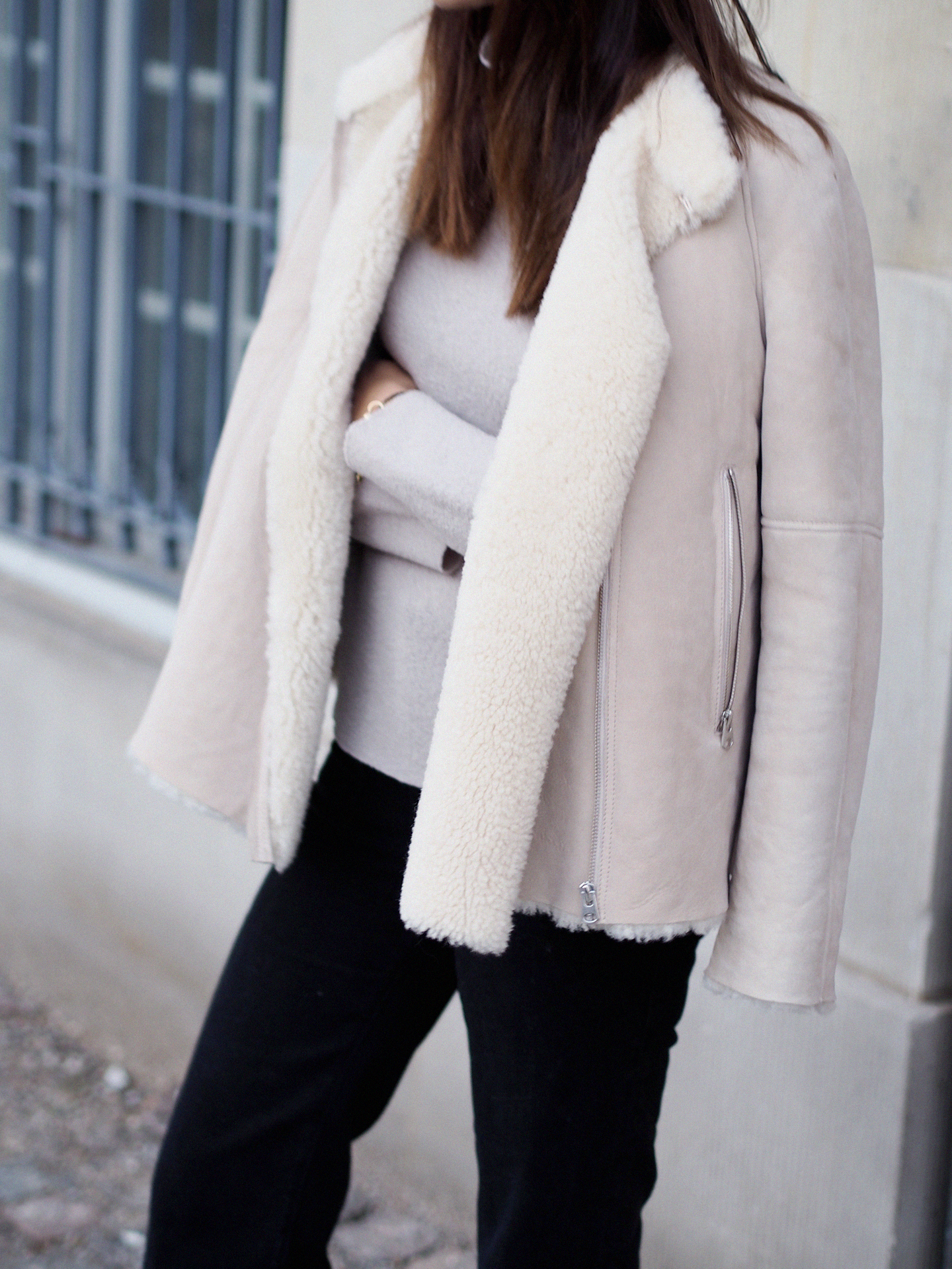 30 Great Outfits That Will Show You How To Wear The Shearling