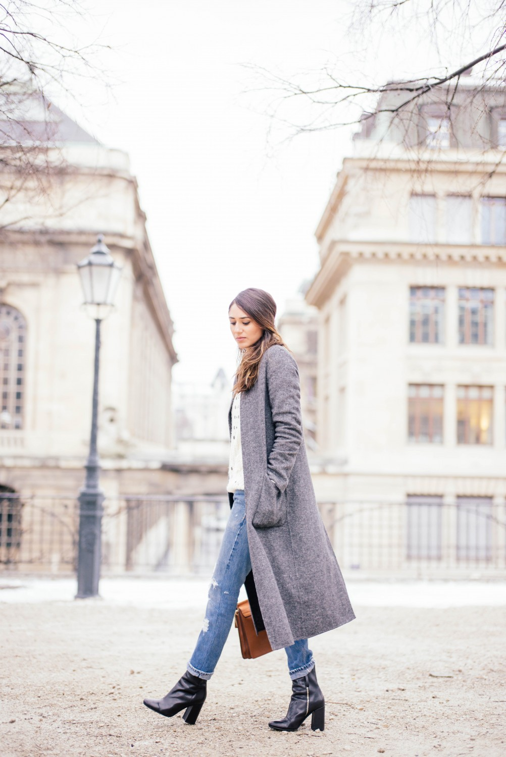 Soraya Bakhtiar demonstrates another cute winter look; pairing rolled jeans with heeled leather boots and a classy marl grey maxi coat. This style will also work with flats if you desire a more casual look. Jeans: Redone, Coat: Zara, Sweater: Topshop, Bag: Chloe.