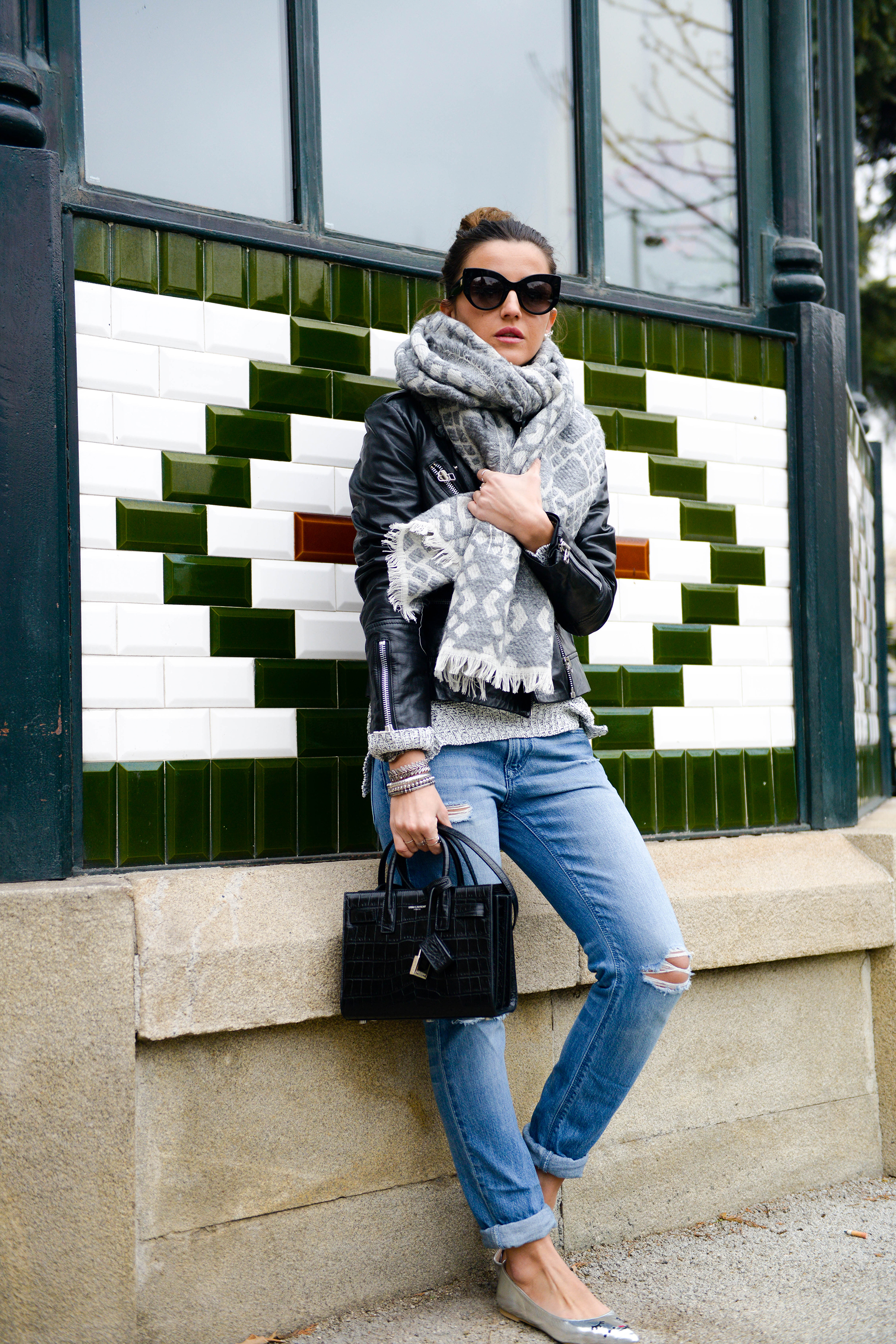 Alexandra Pereira is prepared for whatever cold temperatures this winter season might bring in this adorable oversized grey knitted scarf, worn with a sheepskin trimmed leather jacket and ankle rolled jeans. Sweater: Buylevard, Jeans: Zara, Shoes: Asos, Jacket: Mango, Bag: Yves Saint Laurent.