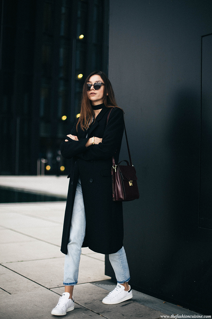 You can never go wrong with the classic cropped jeans and sneakers. Beatrice Gutu wears this look with a black overcoat and a skinny scarf, creating the perfect mix of edginess and sophistication. Coat: Maison Scotch, Knit: Les Petites, Jeans: Forever 21, Sneakers: Stan Smith, Bag: Vintage.
