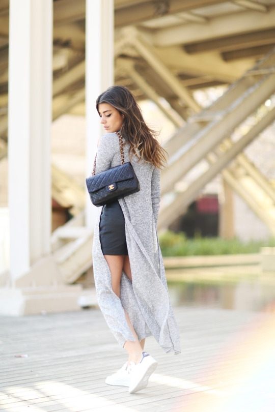 This sexy spring outfit consists of a slit detailed maxi dress, worn stylishly over a leather mini skirt and paired with sneakers. Aida Domenech has created a gorgeous and fresh style here which we love! Dress: Oxygene, Jacket: Crazy Legs, Skirt: Mango, Bag: Chanel, Shoes: Adidas.